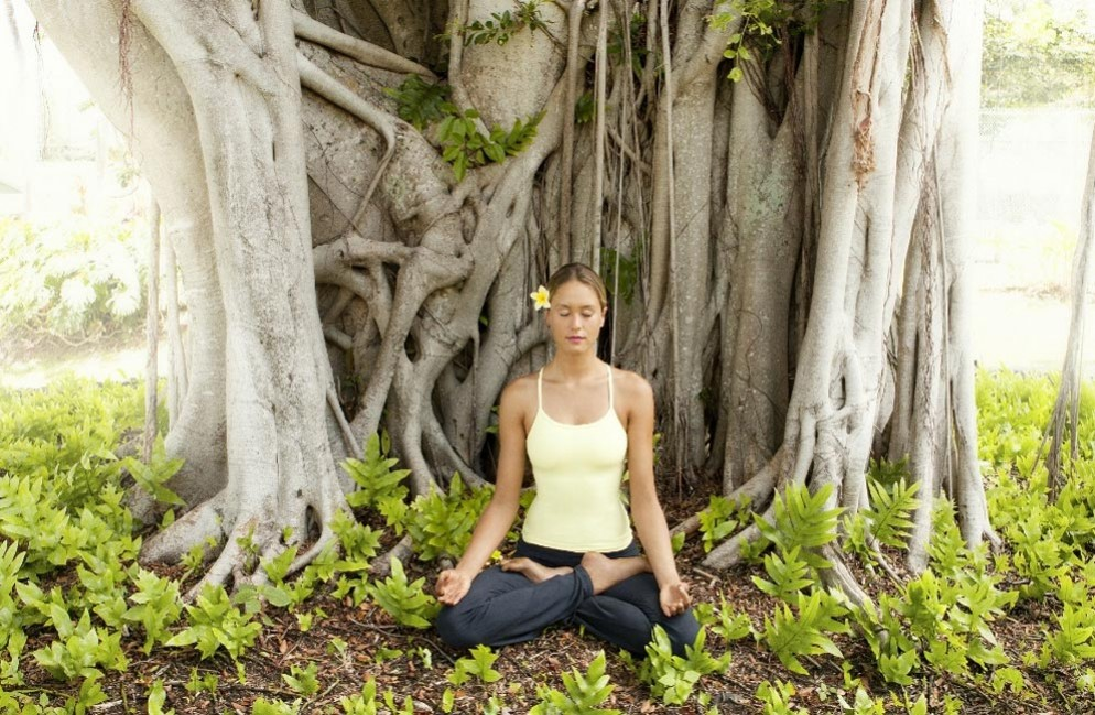 Meditating-in-Hana