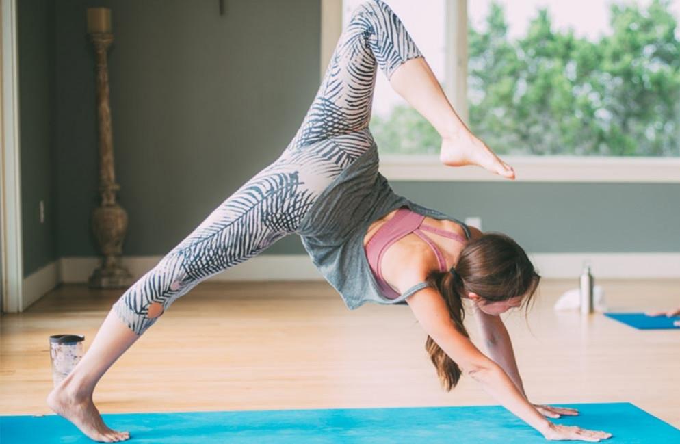 Yoga At Home : home yoga practice travaasa blog ~ Orissabook.com Haus und Dekorationen